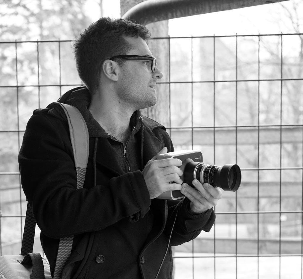 Alex-beim-dreh-mit-Kamera